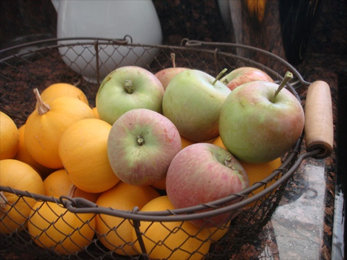 apples-pumpkins